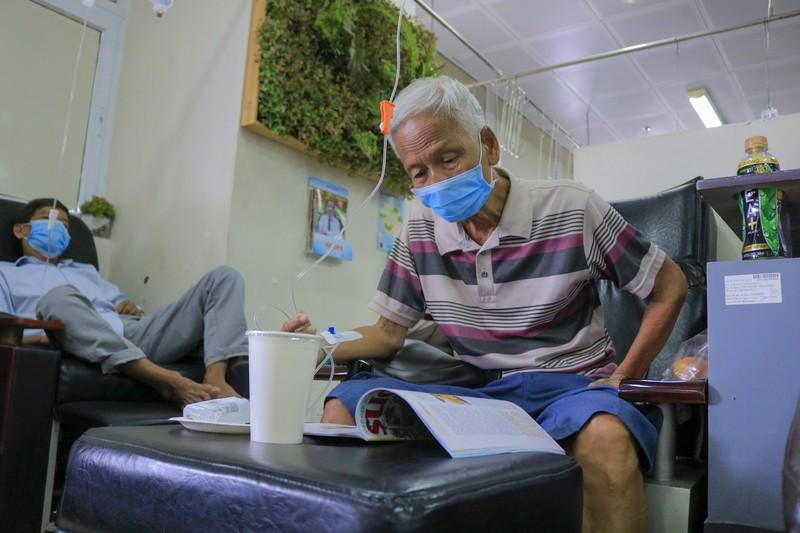 Bệnh nhân truyền hóa trị được phục vụ như trên một chuyến bay - ảnh 10