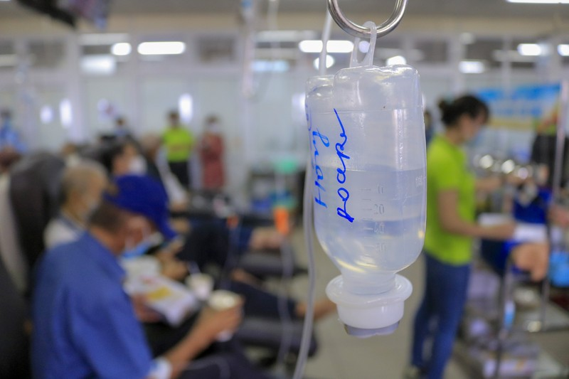 Bệnh nhân truyền hóa trị được phục vụ như trên một chuyến bay - ảnh 6