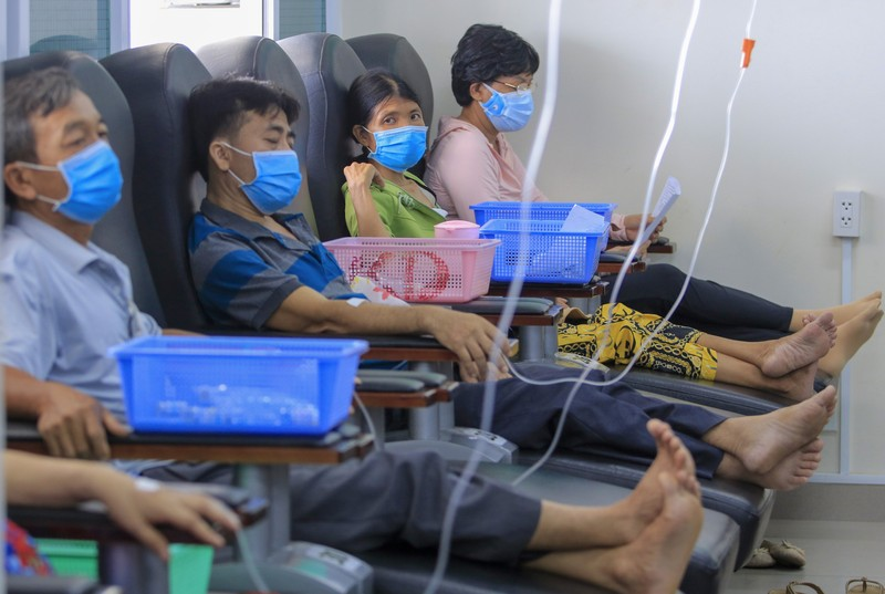 Bệnh nhân truyền hóa trị được phục vụ như trên một chuyến bay - ảnh 2