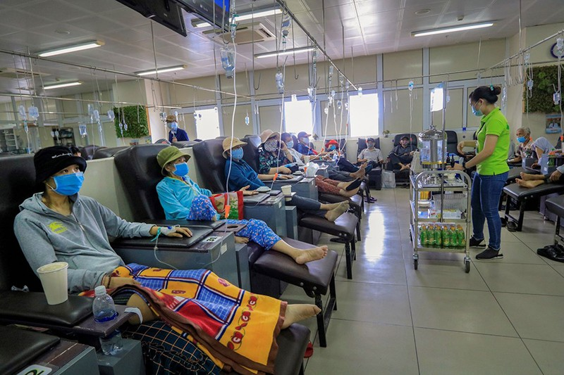 Bệnh nhân truyền hóa trị được phục vụ như trên một chuyến bay - ảnh 9