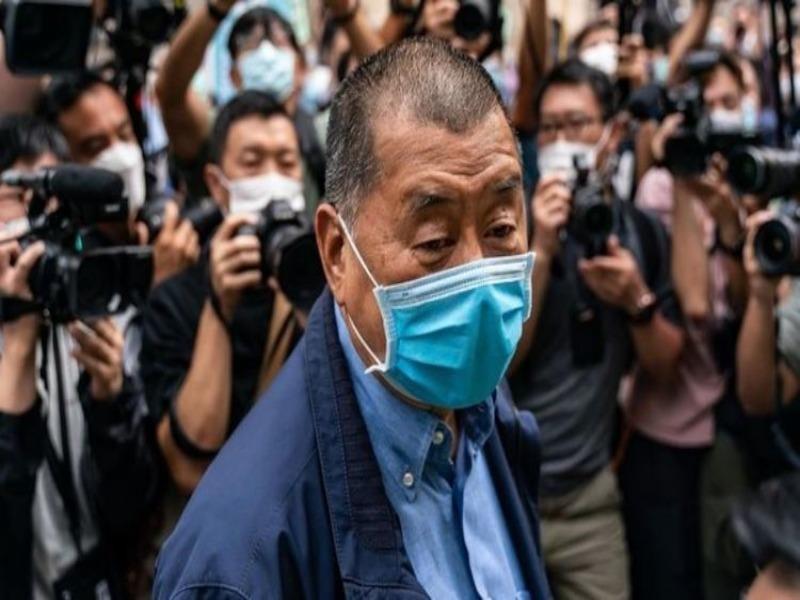 Vừa được thả, ông Jimmy Lai 'thề' tiếp tục hoạt động tờ báo - ảnh 1