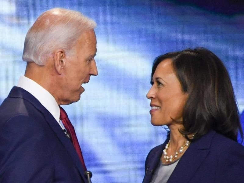 Chọn bà Kamala Harris có thể là con dao hai lưỡi cho ông Biden - ảnh 1