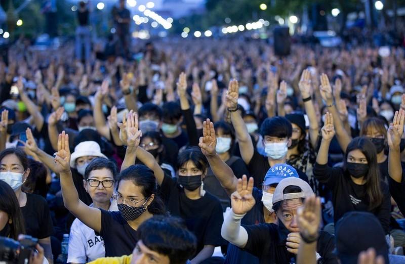 Thái Lan: 20.000 người biểu tình phản đối chính phủ - ảnh 1