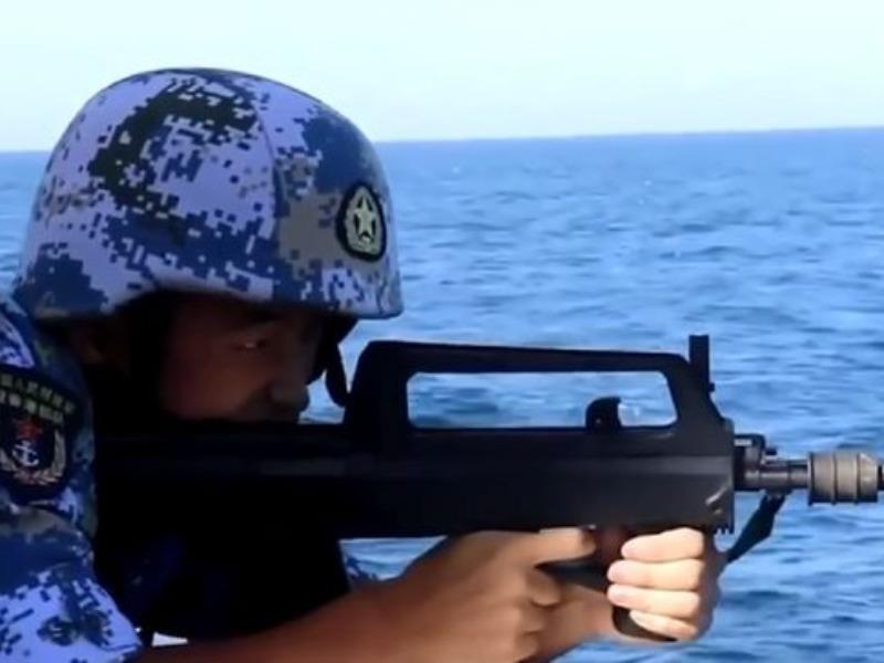 Tàu Trung Quốc đồn trú Hong Kong tập bắn đạn thật ở Biển Đông - ảnh 1