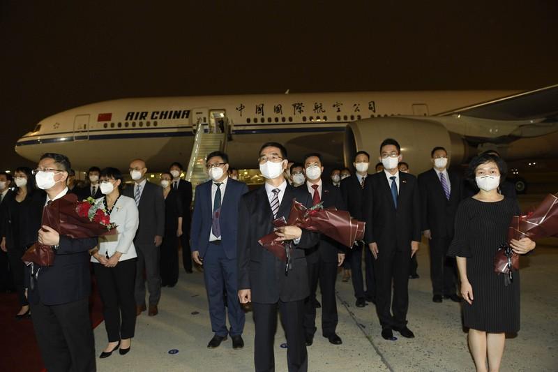 Nhân viên Tổng lãnh sự quán Trung Quốc ở Mỹ trở về Bắc Kinh - ảnh 1