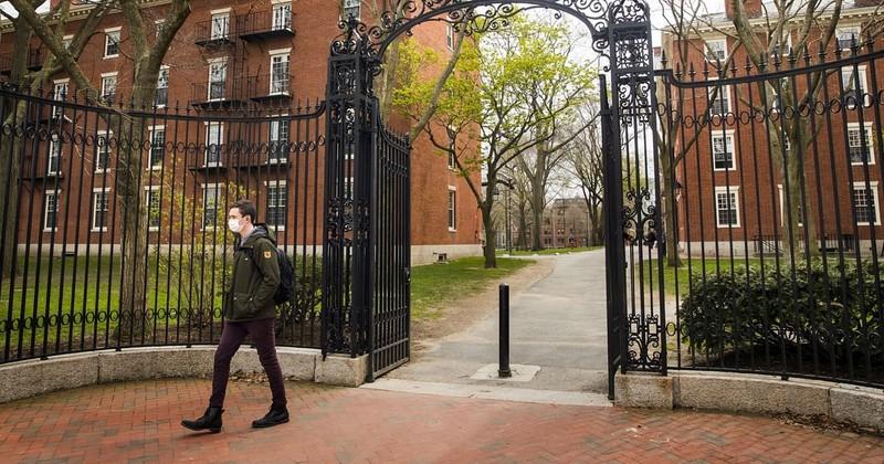 Mỹ: Yêu cầu đại học thoái vốn khỏi Trung Quốc - ảnh 1