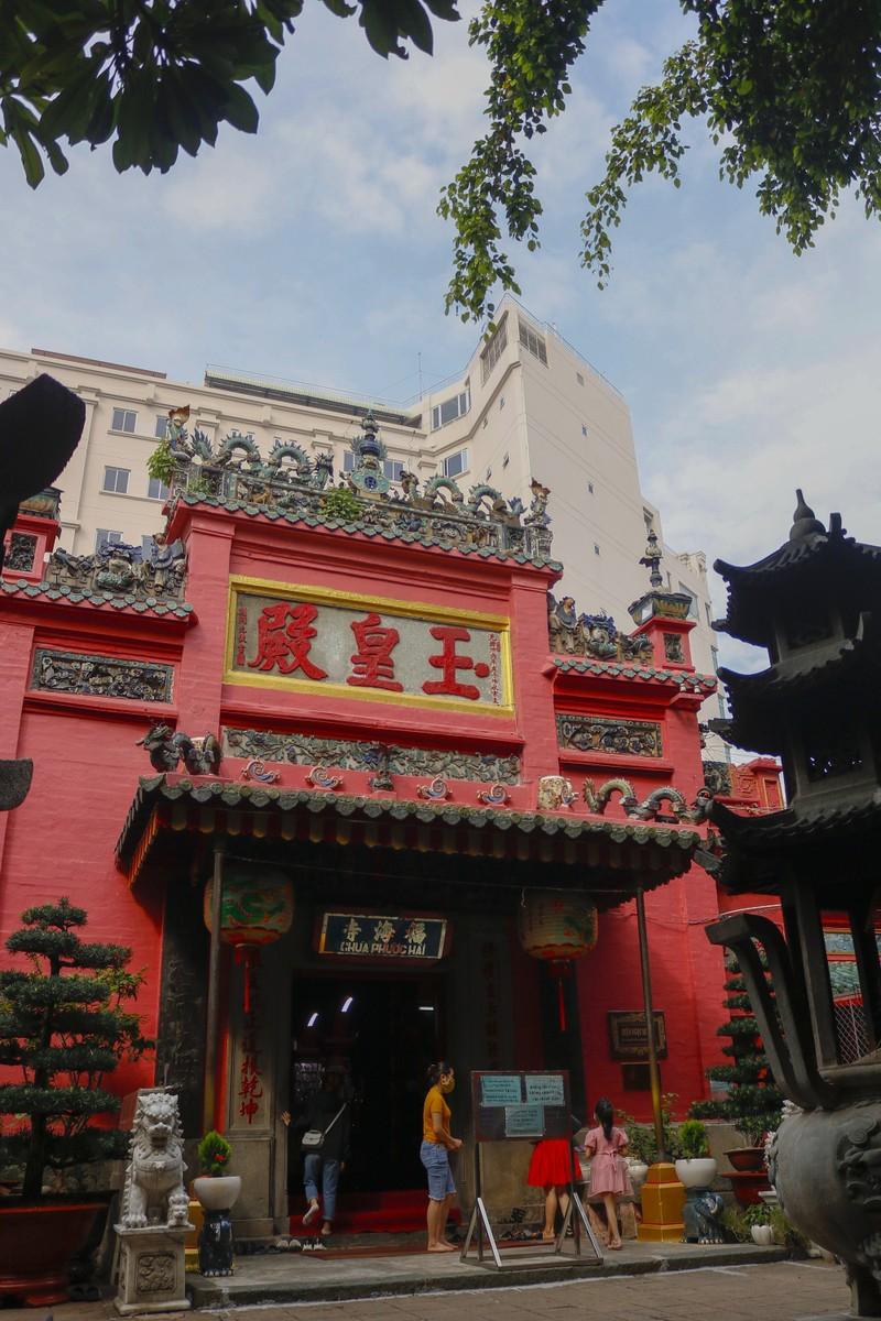 Tháng 7, người Sài Gòn mang khẩu trang kín mít đi chùa  - ảnh 9