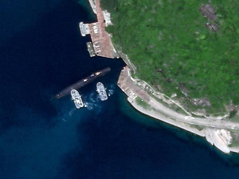 Ảnh: Tàu ngầm Trung Quốc tiến vào hang động trên đảo Hải Nam - ảnh 1