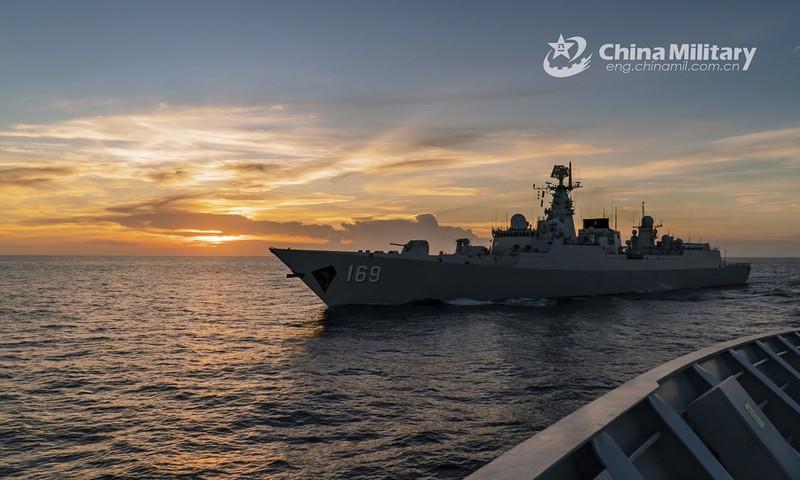 Trung Quốc tập trận đạn thật quy mô lớn tại Hoàng Hải - ảnh 1