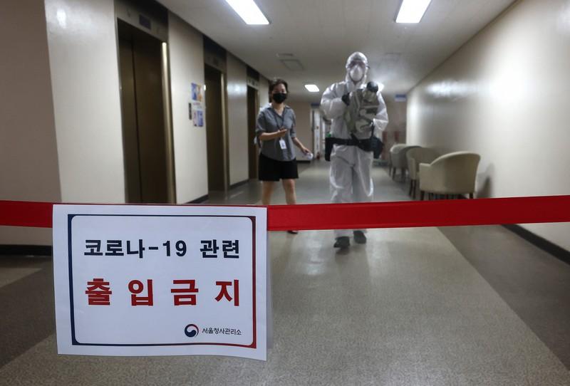 Hàn Quốc: Quốc hội đóng cửa vì xuất hiện ca nhiễm COVID-19 - ảnh 2
