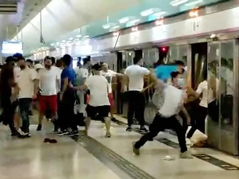 Hong Kong: 2 nhà lập pháp đối lập bị bắt vì biểu tình năm 2019 - ảnh 1