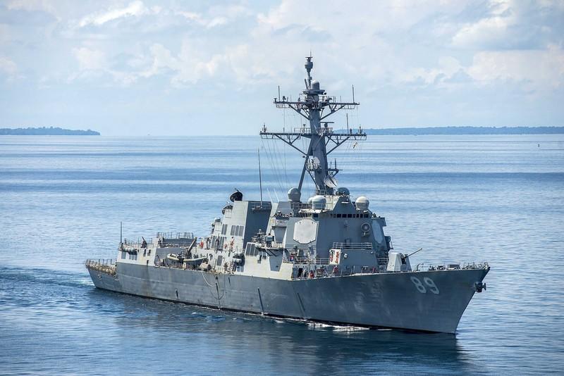 Trung Quốc xua đuổi tàu khu trục Mỹ trên Biển Đông - ảnh 1