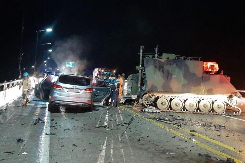 Va chạm với xe bọc thép Mỹ, bốn người Hàn Quốc tử vong  - ảnh 1