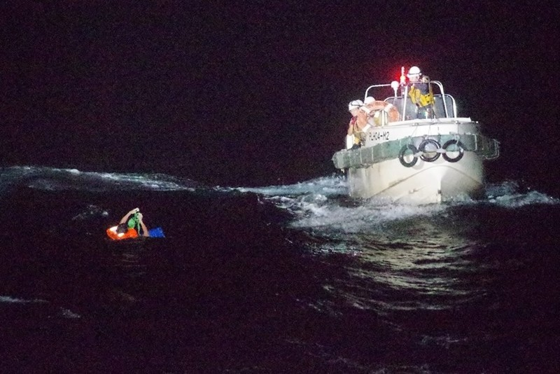 Tàu chở 5.800 con bò chìm ở biển Hoa Đông, 42 người mất tích - ảnh 1
