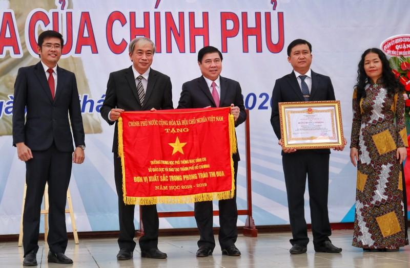 Chủ tịch TP.HCM Nguyễn Thành Phong dự khai giảng năm học mới - ảnh 1