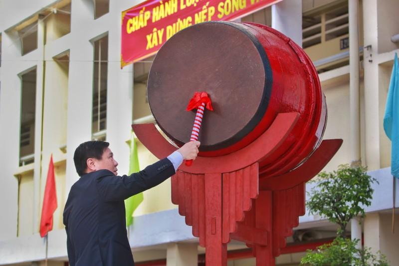 Chủ tịch TP.HCM Nguyễn Thành Phong dự khai giảng năm học mới - ảnh 2