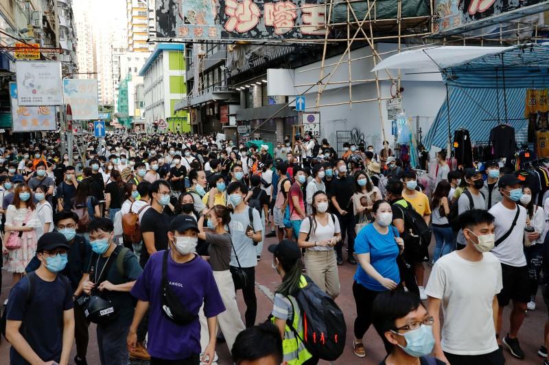 Hong Kong lại biểu tình dữ dội, gần 300 người bị bắt  - ảnh 1