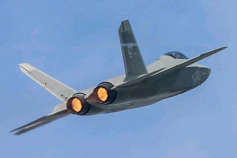 Bắc Kinh bay thử tiêm kích tàng hình FC-31, cạnh tranh F-35 Mỹ - ảnh 1