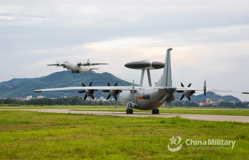 Trung Quốc cải tiến máy bay KJ-500, tự nhận 'tốt hơn' Mỹ - ảnh 2