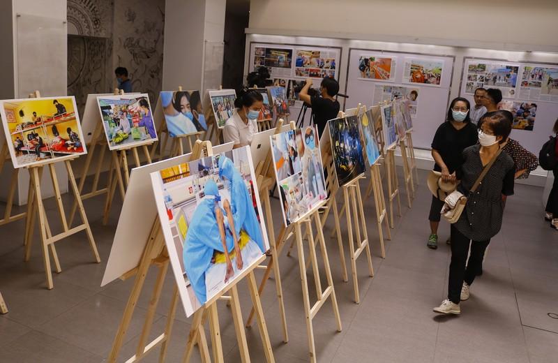Tinh thần Việt chống dịch COVID-19 qua 400 ảnh của Nguyễn Á - ảnh 4