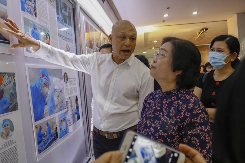 Tinh thần Việt chống dịch COVID-19 qua 400 ảnh của Nguyễn Á - ảnh 1