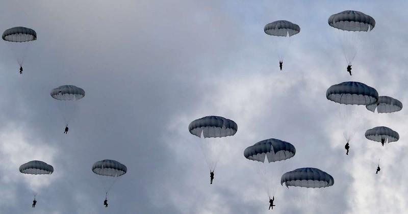 Nga cử lính nhảy dù đến tập trận chung với Belarus - ảnh 1