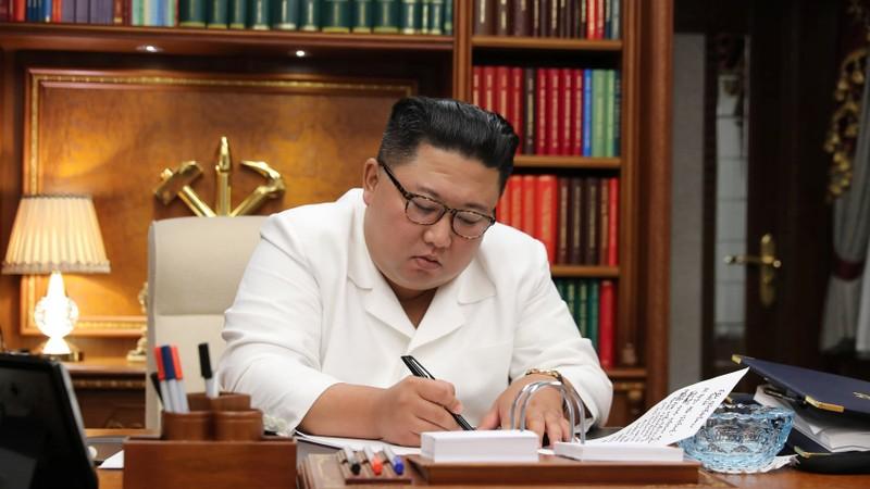 Ông Kim 'ngoài lạnh trong nóng' chờ tân thủ tướng Nhật  - ảnh 2