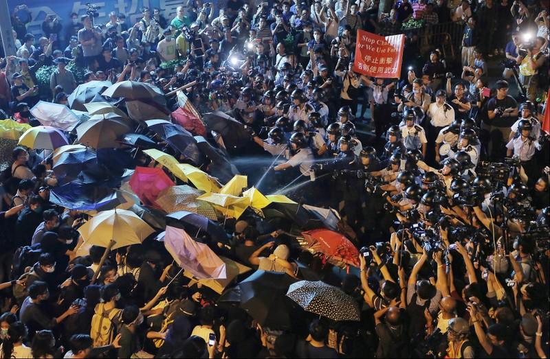 Ba nhà hoạt động Hong Kong thua kiện sau 4 năm bị bắt - ảnh 1