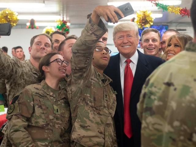 Quân nhân Mỹ thi nhau bảo vệ người hùng Trump trước bầu cử - ảnh 1