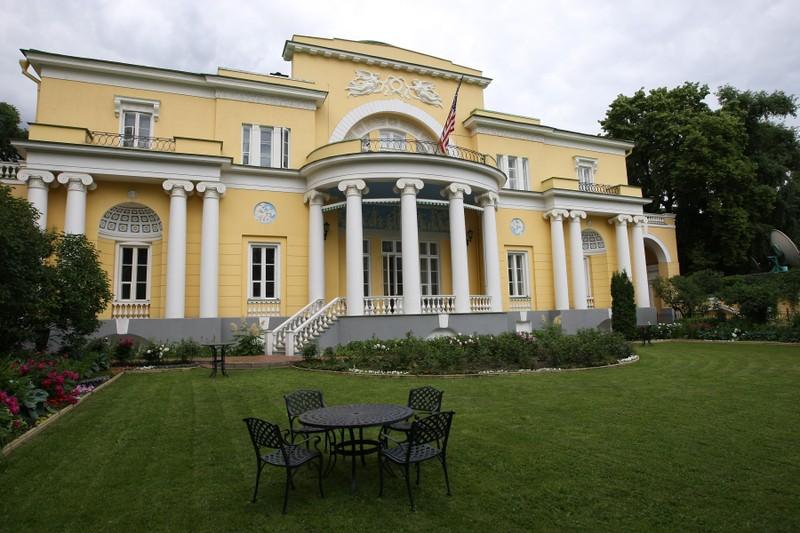 Tài xế Nga 'vào nhầm' nhà Đại sứ Mỹ tại Moscow, nghi say xỉn - ảnh 1