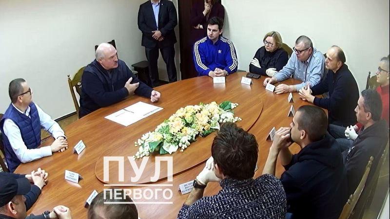 Tổng thống Belarus vào trại giam gặp các nhân vật đối lập - ảnh 1