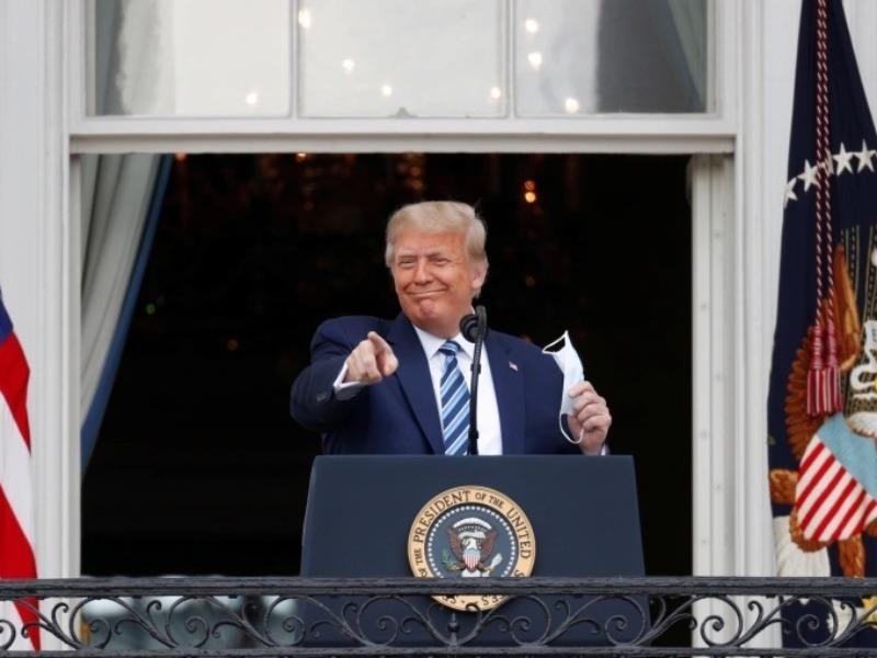 Ông Trump gặp hàng trăm người sau điều trị COVID-19 - ảnh 1