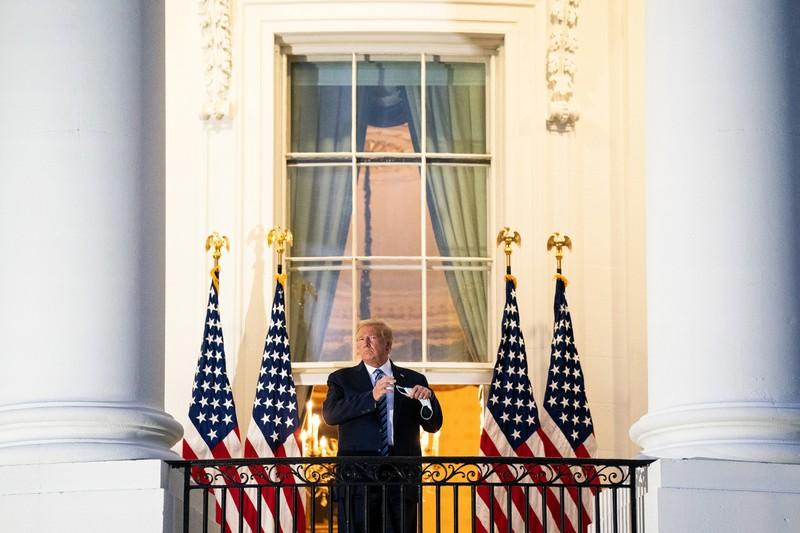 Ông Trump tuyên bố mình 'miễn nhiễm' với COVID-19  - ảnh 1