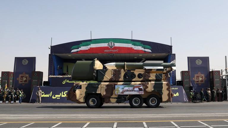 Lênh cấm vận vũ khí Iran hết hạn, Mỹ dọa trừng phạt - ảnh 1