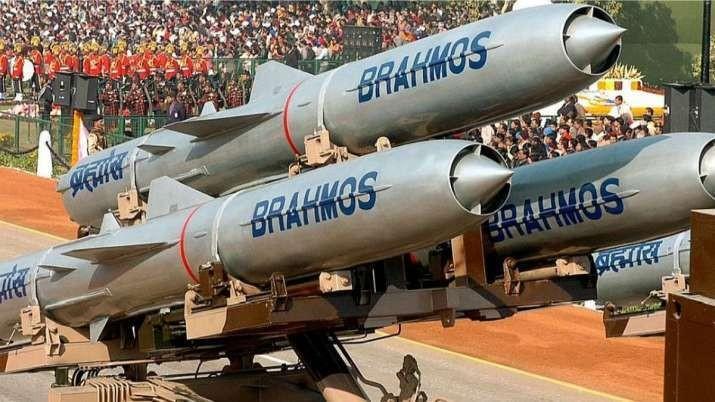 Ảnh: Ấn Độ phóng thử tên lửa siêu thanh BrahMos từ tàu chiến - ảnh 3