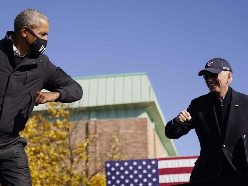 Ông Obama xuất hiện cùng ông Biden, tổng công kích ông Trump - ảnh 1