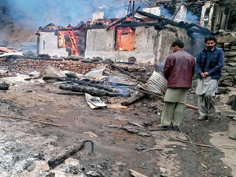 Ấn Độ và Pakistan đấu pháo ở Kashmir, ít nhất 15 người chết - ảnh 1