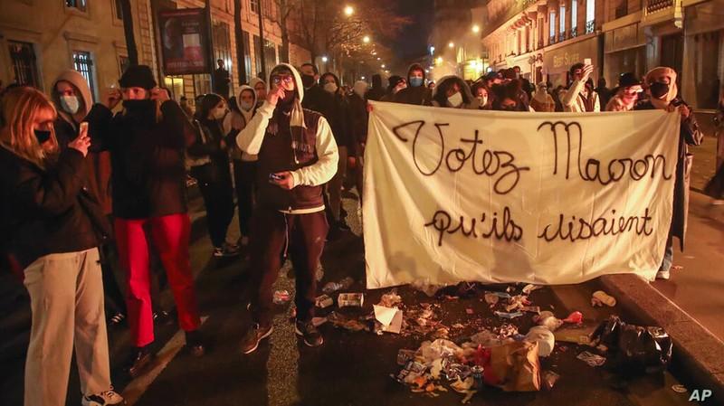 Ông Macron: Cảnh sát Pháp đánh người da màu là một nỗi xấu hổ - ảnh 2
