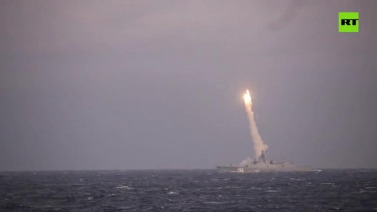 Video: Nga phóng tên lửa siêu thanh Zircon trúng mục tiêu - ảnh 1
