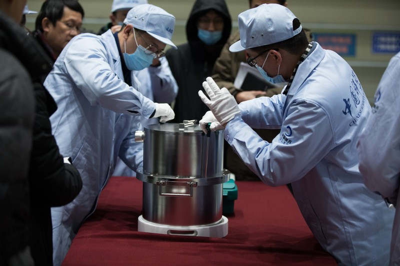 Bắc Kinh chuẩn bị nghiên cứu 1,7 kg vật chất lấy từ mặt trăng  - ảnh 1