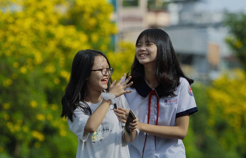 Bộ ảnh: Huỳnh liên nở rợp trên đường phố Sài Gòn - ảnh 4