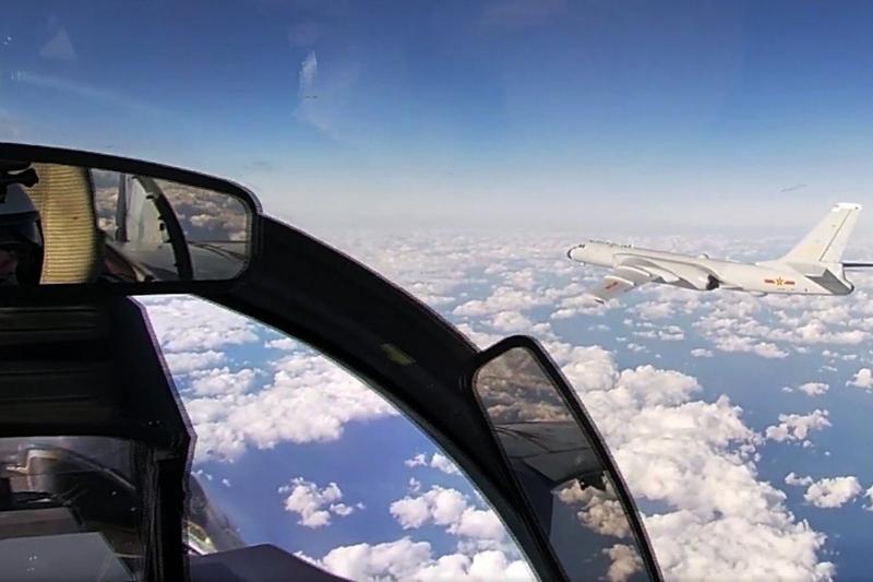 Tuần tra chung với Nga, máy bay ném bom Bắc Kinh lộ điểm yếu  - ảnh 1