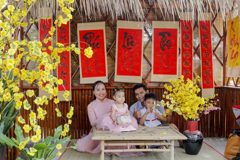 Đẹp ngỡ ngàng Cánh đồng hoa bên sông Sài Gòn - ảnh 12