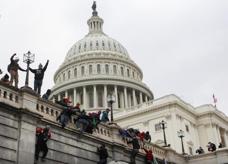 Bạo loạn ở Điện Capitol: Ông Trump chịu áp lực bị phế truất - ảnh 2