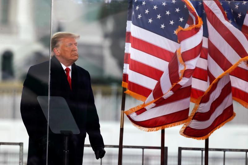 Ông Trump cân nhắc tự ân xá cho mình - ảnh 1