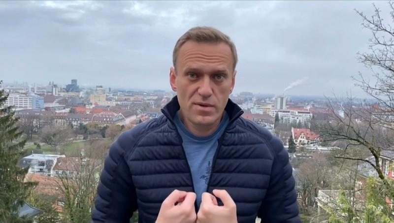 Bất chấp nguy cơ bị điều tra, ông Navalny mua vé về Nga - ảnh 1
