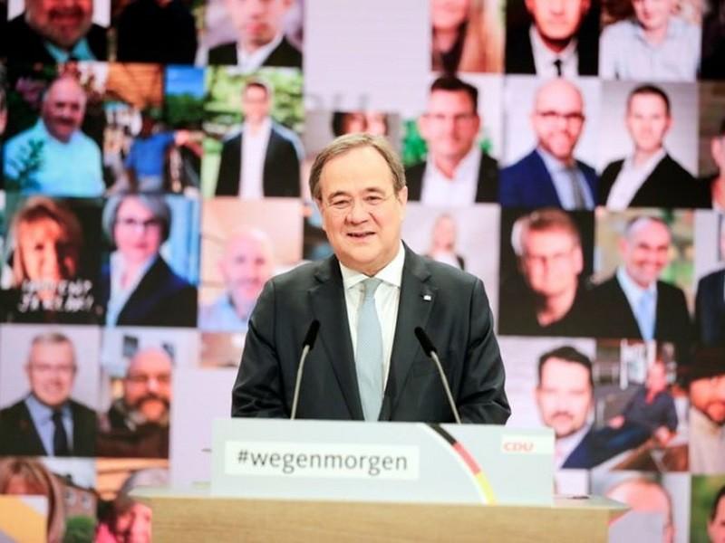 Đảng cầm quyền Đức chọn được người kế nhiệm bà Merkel - ảnh 1