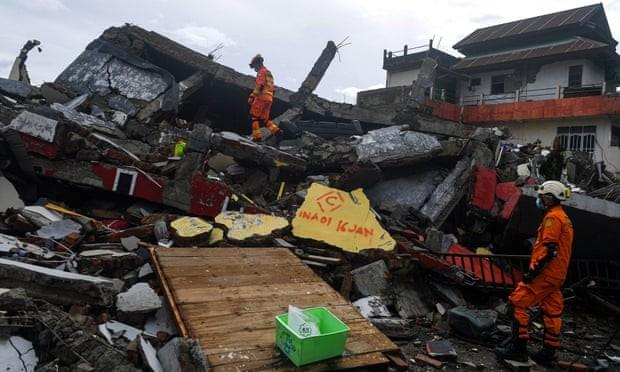 Indonesia: Sau động đất 81 người chết là mưa lũ kinh hoàng - ảnh 1