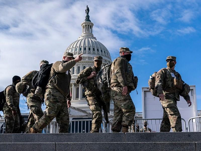 Trước lễ nhậm chức của ông Biden: Loại 12 vệ binh 'đáng ngờ'  - ảnh 1