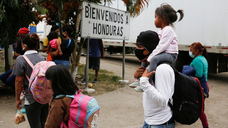 Ông Biden ra lệnh ngừng trục xuất người nhập cư trái phép - ảnh 2